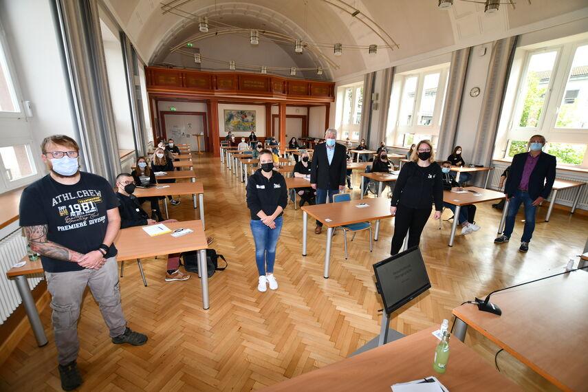 Teilnehmende eines Workshops in der Aula